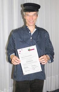 Erzähler Rainer Teichmann mit Abschluss-Zertifikat der Goldmund Akademie