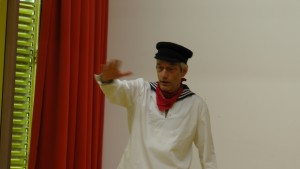 Rainer Teichmann aus Wasserburg auf Mundwerkerwalz beim Erzählen für Kinder