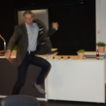 Erzähler Rainer Teichmann aus Wasserburg beim AKM im Audi Dome. Lebenssterne